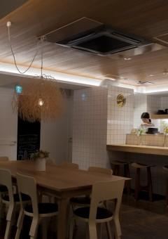dieci cafe/ダイニングテーブル